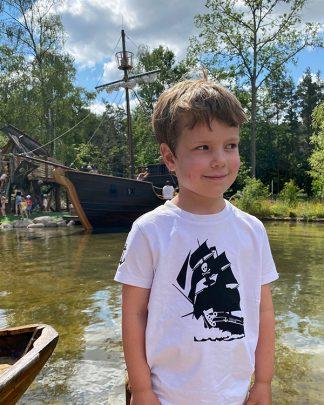100% Organic Kids T-shirt with Pirate graphic
